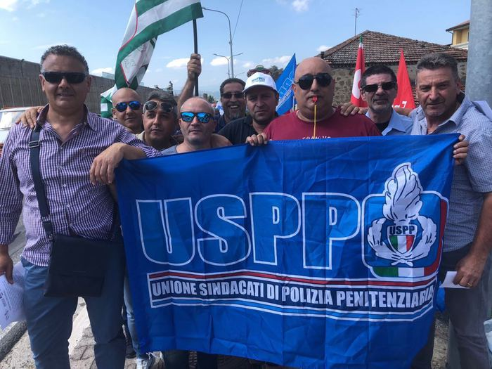 Agenti sequestrati nel carcere di Ariano: protestano i sindacati