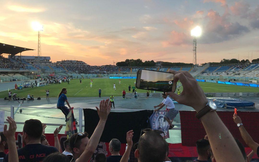 FOTO – La finale tra Cosenza e Siena: la festa dei tifosi rossoblù sugli spalti di Pescara