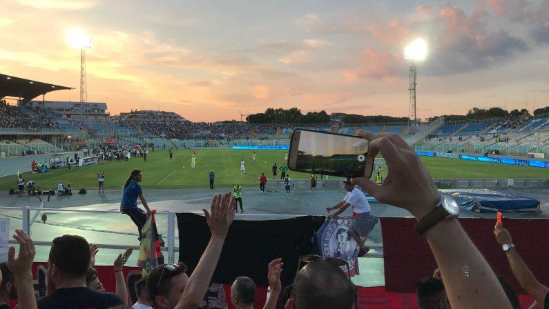 VIDEO:Calcio, l'esultanza dei tifosi del Cosenza dopo il gol di Bruccini contro il Siena