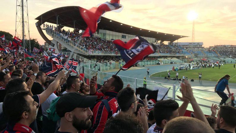 VIDEO - I cori dei tifosi del Cosenza sugli spalti di Pescara per la finale che vale la serie B
