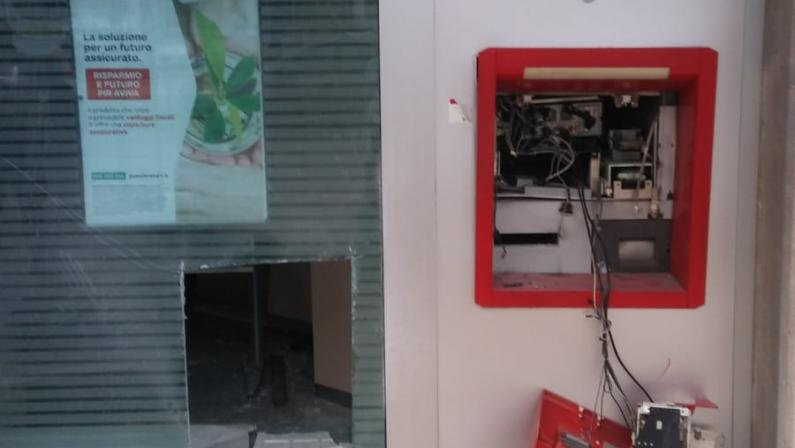 Matera, tagliano le cassette del bancomat e rubano 90mila euro