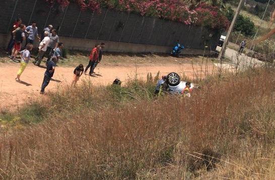 Sfonda il guardrail e finisce nella scarpata, grave una donnaL'incidente è avvenuto sulla strada Jonio-Tirreno