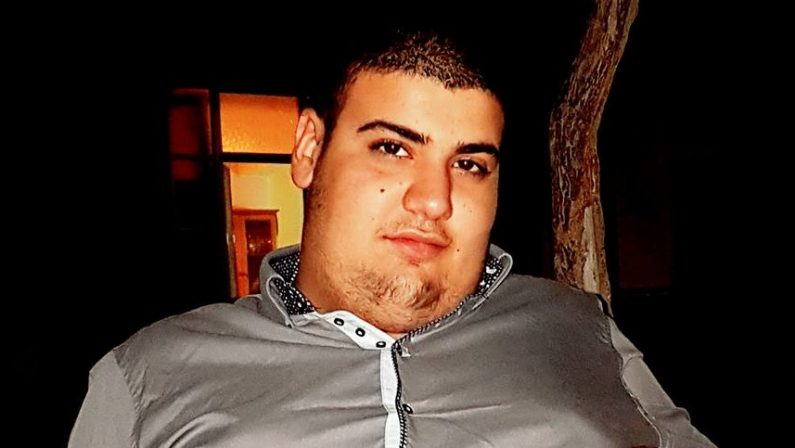Auto contro un muro a Catanzaro, morto ventunenneNell'incidente sono rimasti feriti altri tre giovani