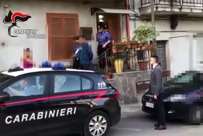 VIDEO - Immigrato ucciso nel Vibonese, fermato in casa l'uomo accusato del delitto
