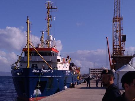 Nave carica di migranti giunta nel porto di ReggioMalta rifiuta sbarco, primo arrivo dopo nuovo Governo