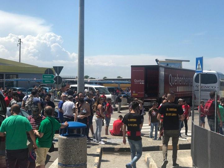 Calcio, da Cosenza a Pescara: il giorno della finaleIn migliaia per la partita che vale il salto in serie B