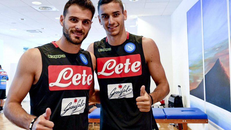 Calcio Napoli, via al raduno sul lungomare. Grande entusiasmo dei tifosi