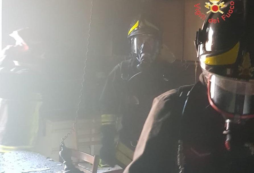 Incendio a Nocera Terinese nel CatanzareseAttimi di paura tra gli inquilini di uno stabile