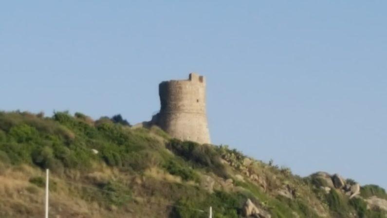 Dopo 50 anni la torre di Joppolo passa al ComuneI proprietari privati la cedono gratis all'ente Locale