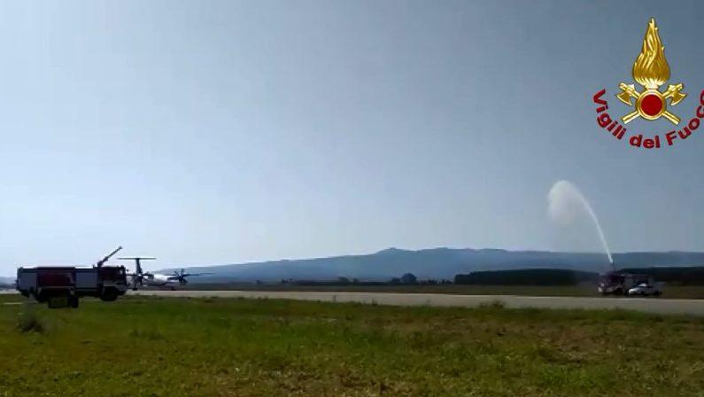 """Inaugurazione volo Aegean Airlines a Lamezia Terme  La """"speciale"""" accoglienza sulla pista dell'aeroporto"""