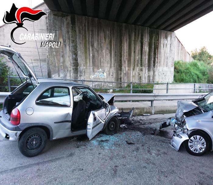 Pomigliano, si fermano per un incidente: due carabinieri e un vigilanetetravolti e uccisi da auto