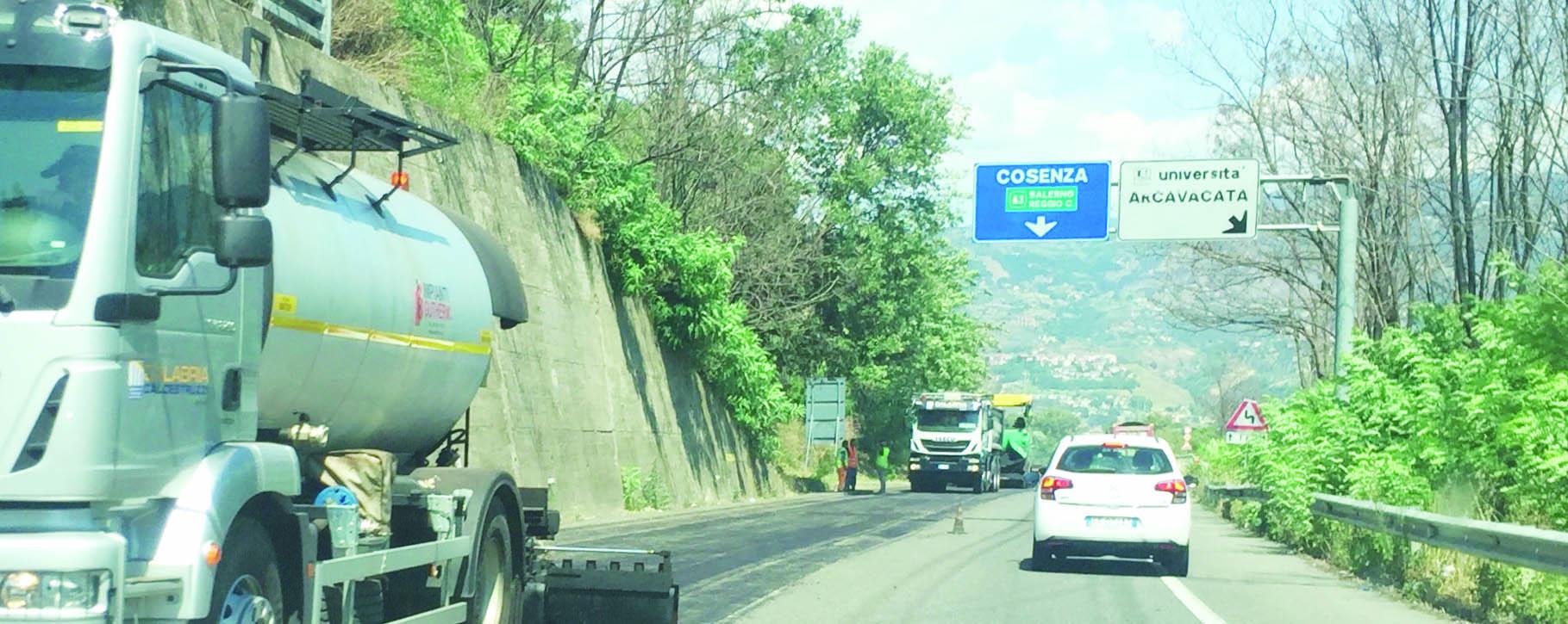 Trascorrere le vacanze in macchina tra lunghe codeLa Calabria fa ancora i conti con traffico e cantieri