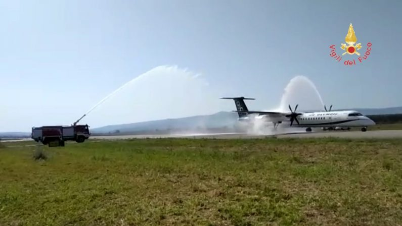 """VIDEO – La """"speciale"""" accoglienza per l'inaugurazione del volo Aegean Airlines a Lamezia Terme"""