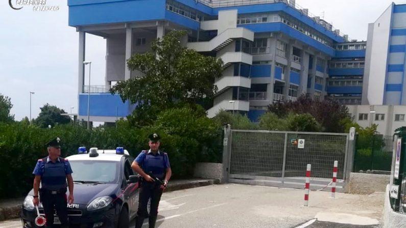 Danneggia mobili nell'ospedale di Lamezia poi evade dai domiciliari, doppio arresto in poche ore