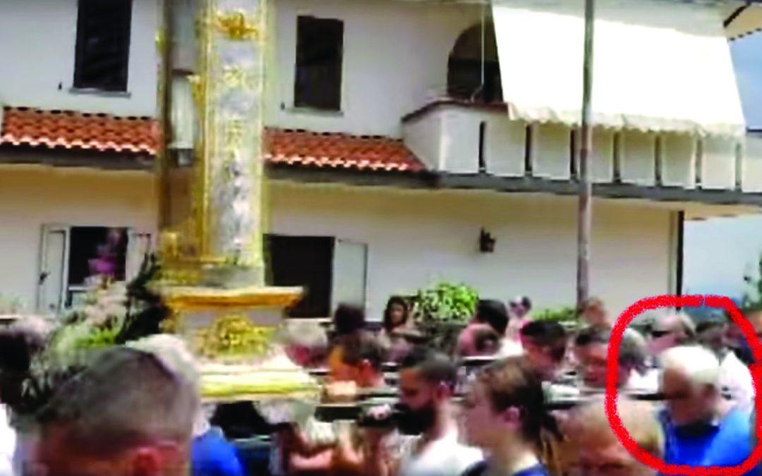 Boss bloccato durante la processione a Zungri  La popolazione contesta i carabinieri e il sindaco