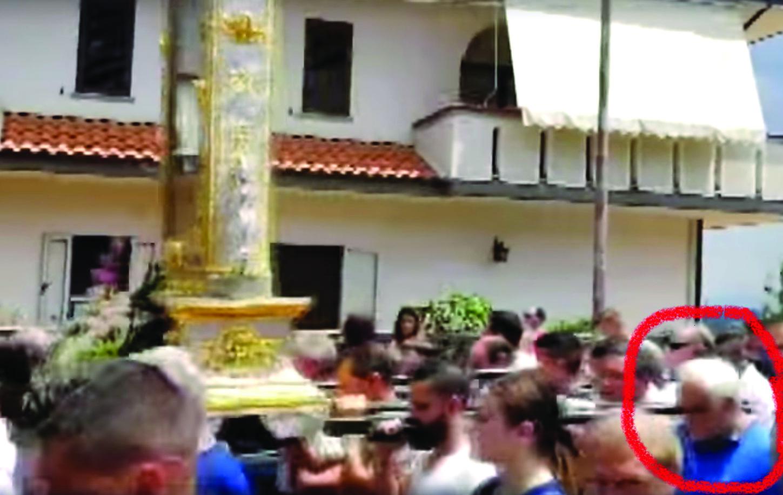 Boss bloccato durante la processione a ZungriLa popolazione contesta i carabinieri e il sindaco