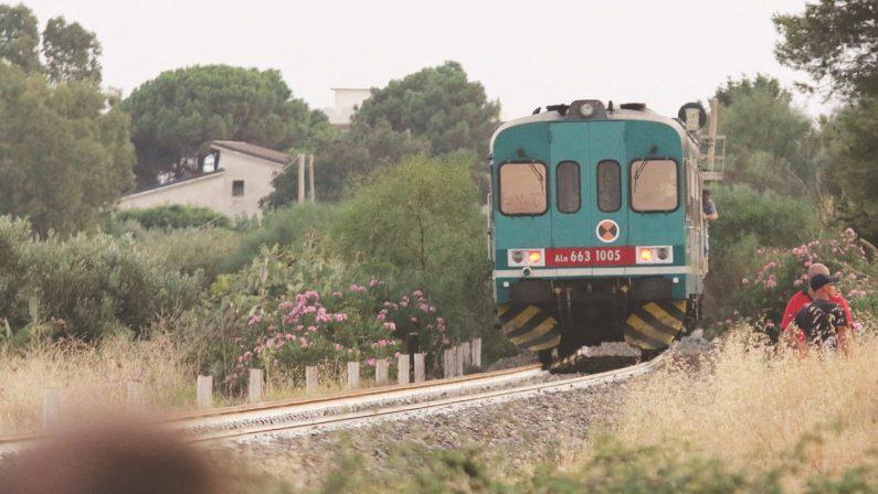 Famiglia travolta dal treno a Brancaleone, in coma la madreSequestrato il convoglio, il pm sentirà anche i passeggeri