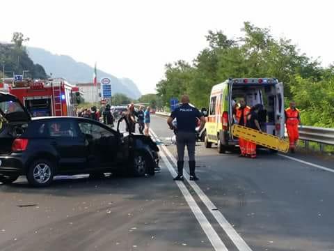 Incidente mortale sulla costa tirrenica cosentina: scontro fatale tra due auto sulla Statale 18