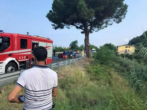 FOTO – Scontro frontale tra due auto, incidente mortale sulla costa tirrenica cosentina