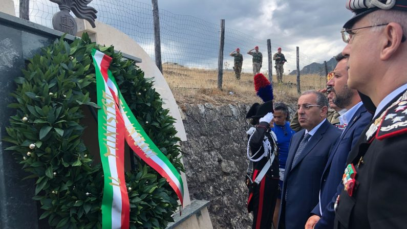 VIDEO - Il ministro Salvini rende omaggio al carabiniere Carmine Tripodi