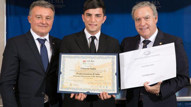 Giovane lucano si diploma professionista di sala alla scuola di Gualtiero Marchesi dopo lo stage da Vissani
