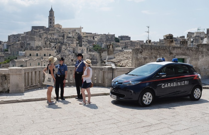 Matera rinforza la sicurezza: più carabinieri, tra auto elettriche e conoscenza di lingue straniere