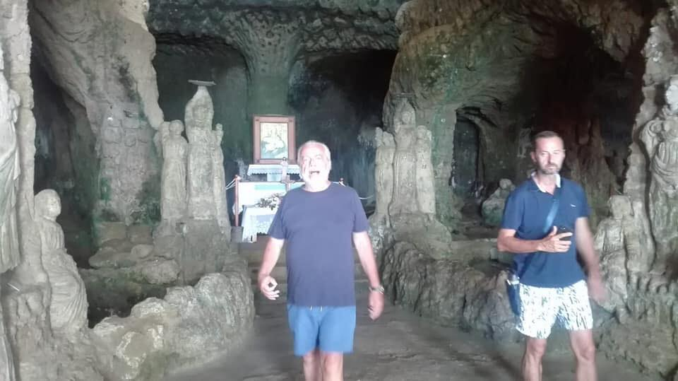 Il presidente del Napoli visita la Chiesa di Piedigrotta  De Laurentis in vacanza a Pizzo firma per tutelare il bene