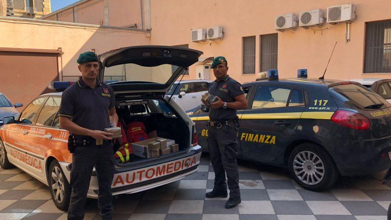 Dieci chili di hashish trasportati su un'auto medicaDue reggini arrestati dopo un controllo a Catania