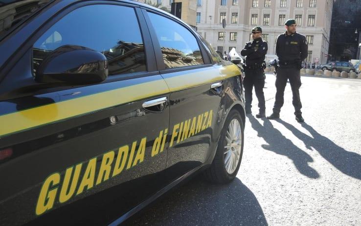 Sessantenne pluripregiudicato arrestato a Reggio Calabria: nascondeva un arsenale in casa