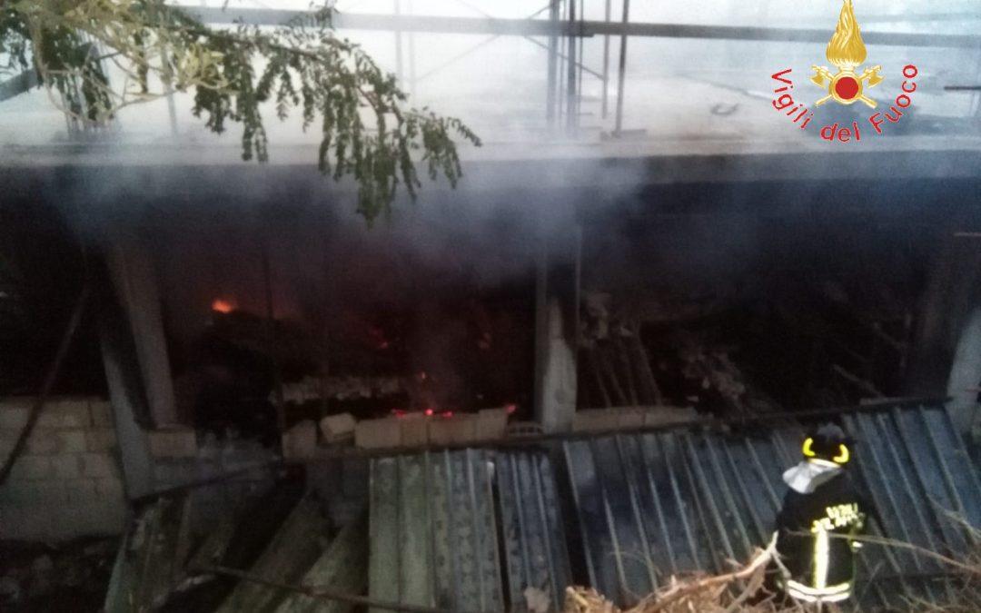 Incendio in un deposito a Badolato, preso l'autore  Ha appiccato il fuoco per dissidi con il proprietario