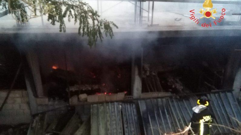 Incendio in un deposito a Badolato, preso l'autoreHa appiccato il fuoco per dissidi con il proprietario