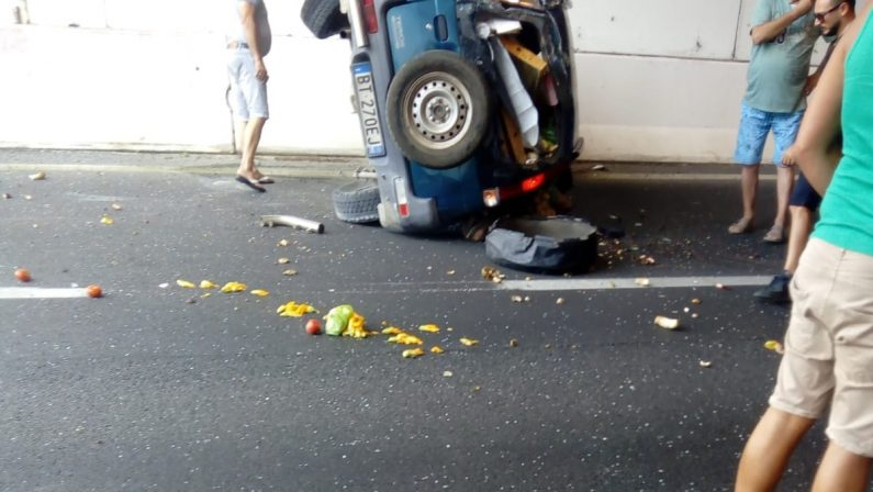 Automobile si ribalta sull'autostrada, morta una persona nel tratto vibonese della A2