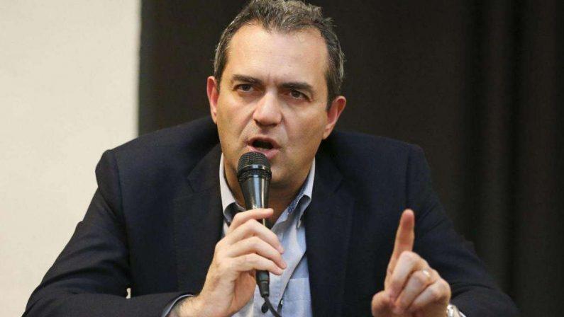 Verso le Regionali, il Pd propone le primarie per un fronte allargato, De Magistris: «Proposta irricevibile»