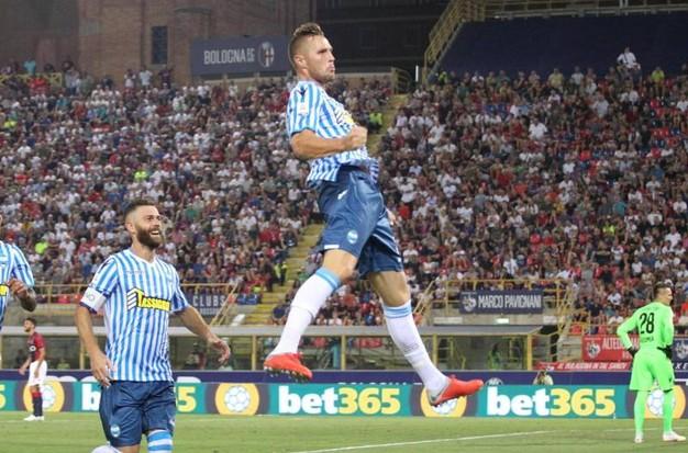 Seria A, il Napoli batte il Frosinone ma viene contestatato dai tifosi