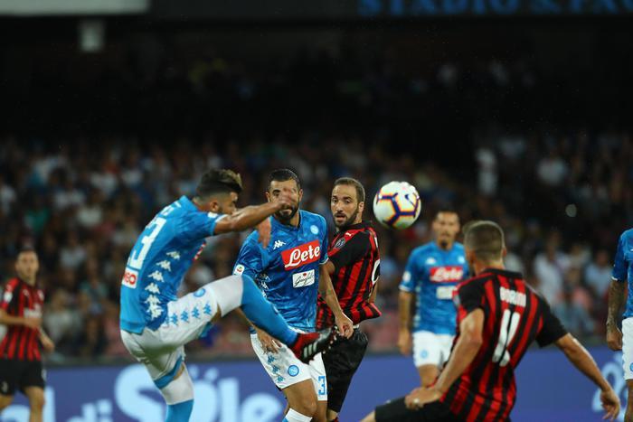 Serie A, vola il Napoli: battuto il Milan in rimonta