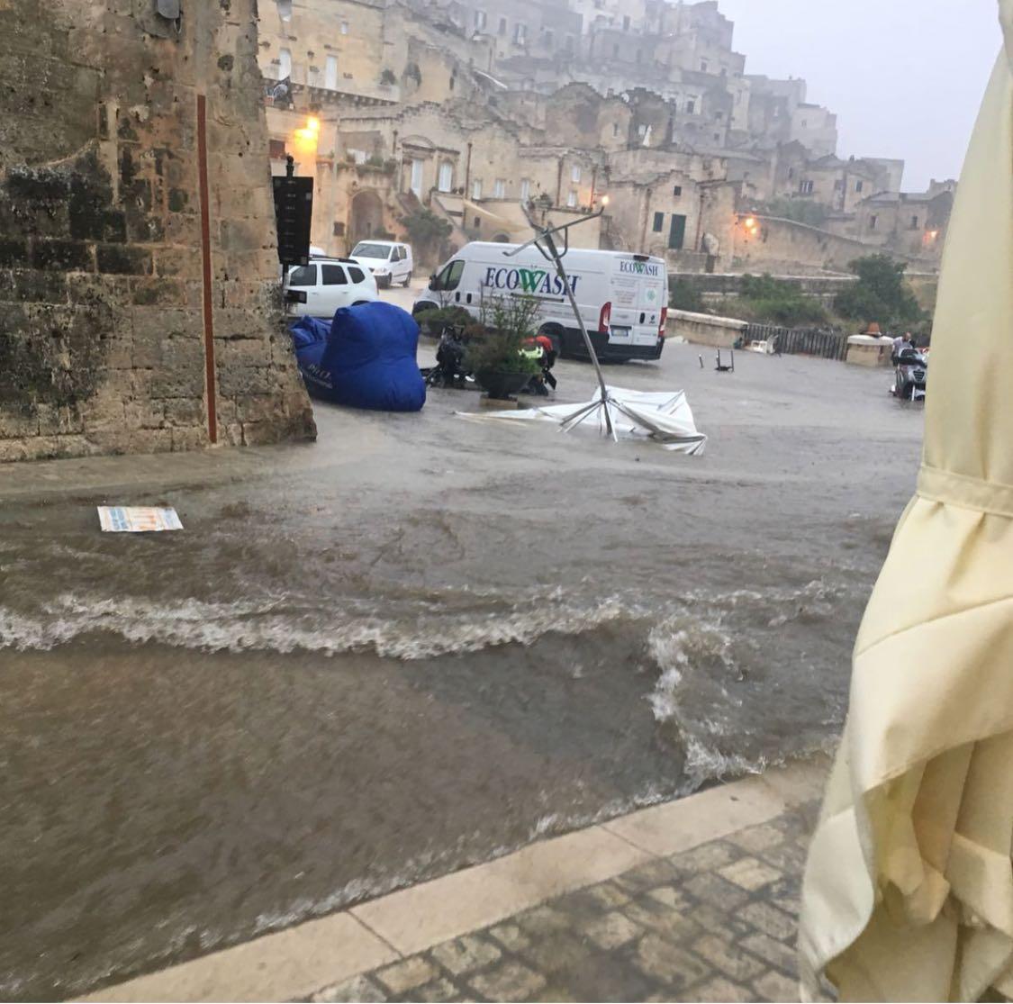 Bomba d'acqua mette in ginocchio Matera