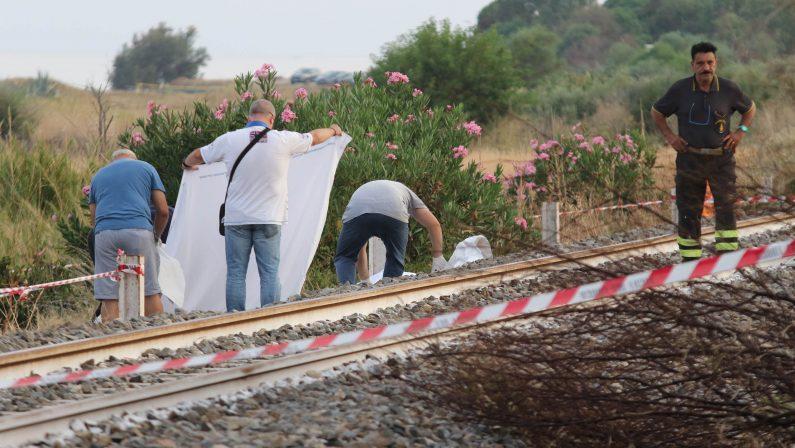 Fratellini travolti dal treno nel Reggino, ieri veglia di preghiera. I funerali a Milano