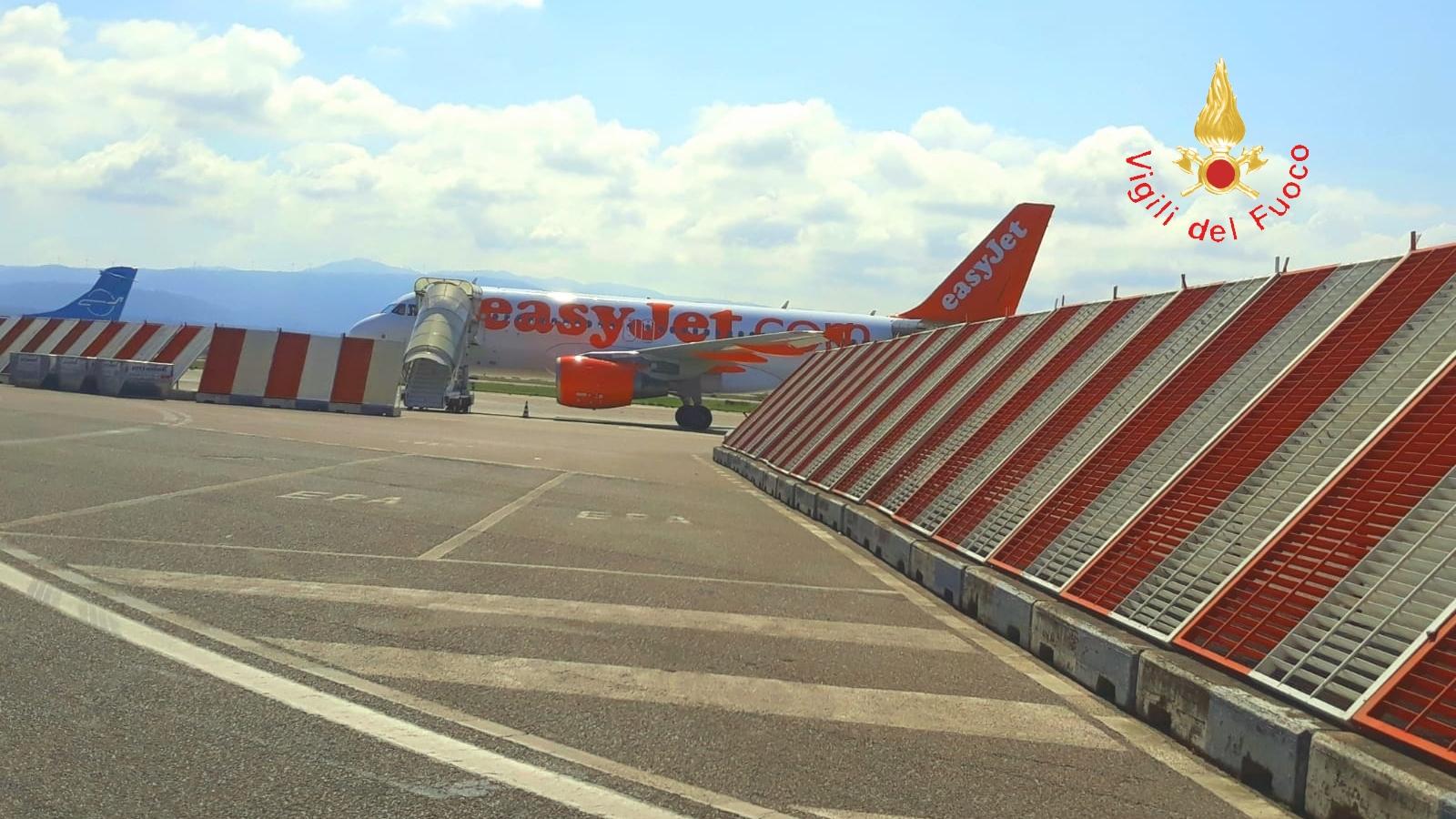 Lamezia Terme, uno stormo di uccelli blocca il motore  Atterraggio di emergenza del volo diretto a Malpensa