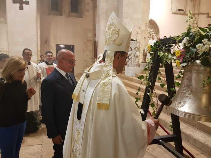 Il Credito cooperativo Mediocrati adotta il duomo di CosenzaPrima il restauro di un Crocifisso, ora donata una campana