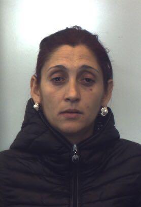 Latitante da un anno sorpresa a rubare in una casa  Donna arrestata dai carabinieri nel Reggino
