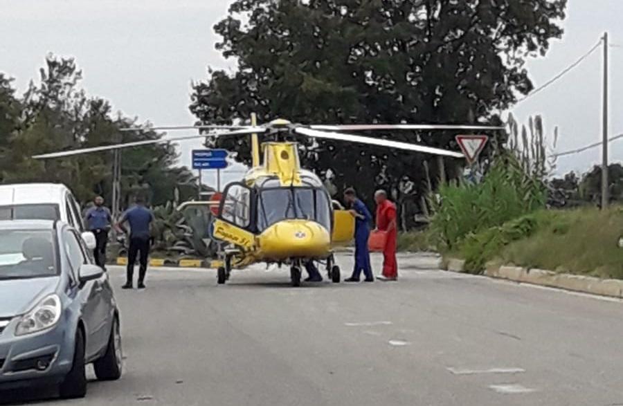 Incidente nel Vibonese, moto travolge due ciclistiUn persona è morta e una seconda è ferita grave