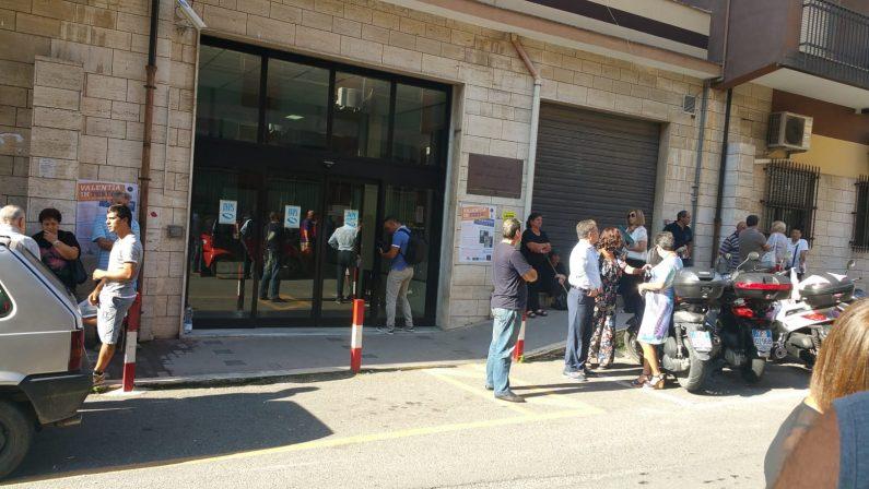 Problemi alle società di vigilanza, l'Inps resta chiusaDisagi e protesta di utenti e dipendenti a Vibo Valentia