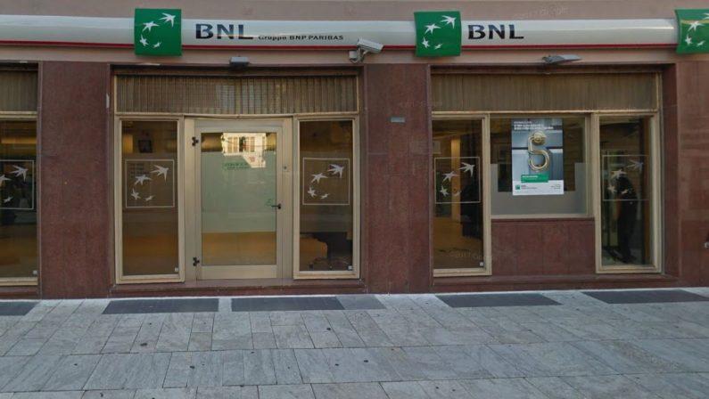 Allarme bomba in una banca a Reggio CalabriaMa i carabinieri non trovano alcun ordigno