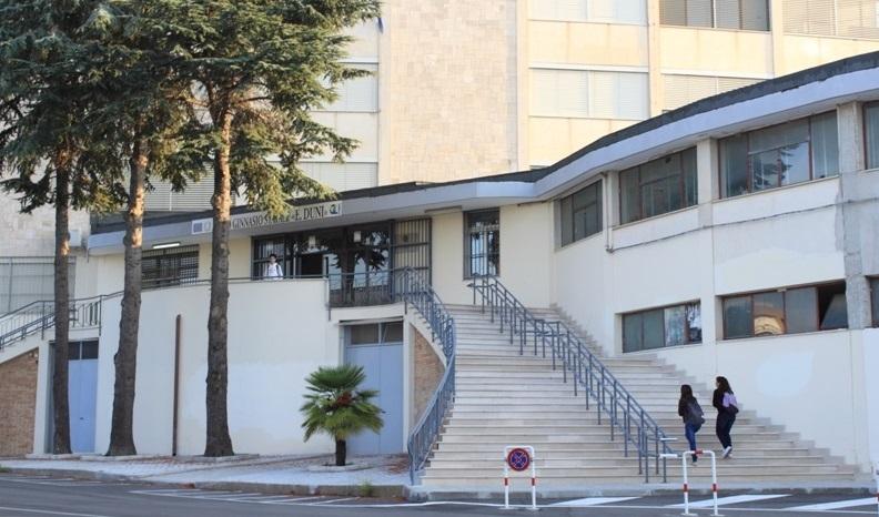 """Matera, ultimi due piani del liceo a rischio crollo  Il sindaco chiude la scuola e sgombera il """"Duni"""""""