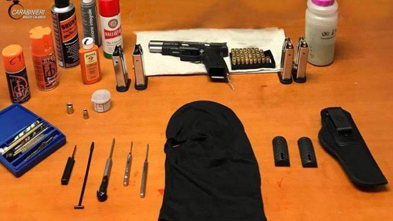 In garage aveva una pistola rubata e munizioniArrestato un uomo nel Reggino, indagini sull'arma
