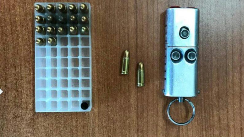 Scoperto con una pistola a forma di chiave UsbL'arma era pronta a sparare, arrestato vibonese