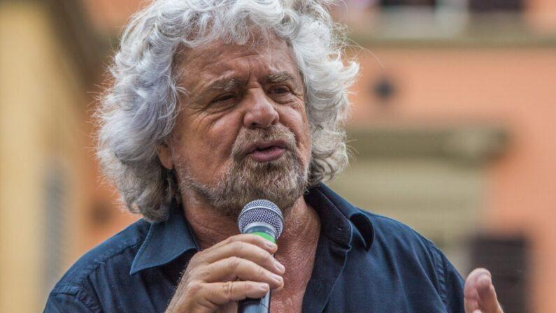 """Beppe Grillo a Rende per lo spettacolo """"Insomnia""""  Attesa per l'esibizione dal vivo dopo dieci anni"""