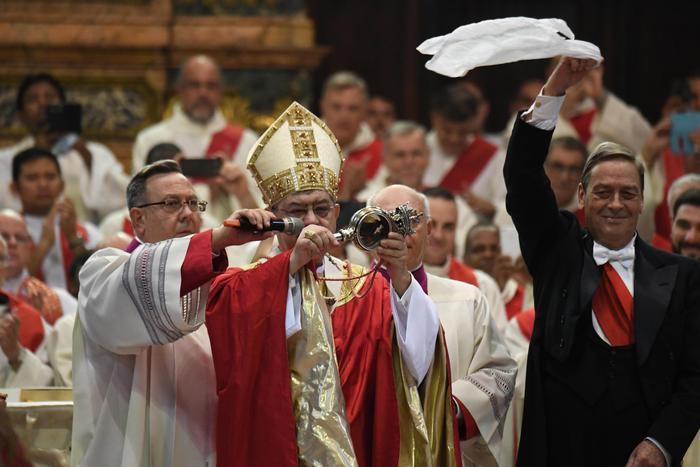 San Gennaro: si è ripetuto miracolo. Malore per Sepe durante la cerimonia