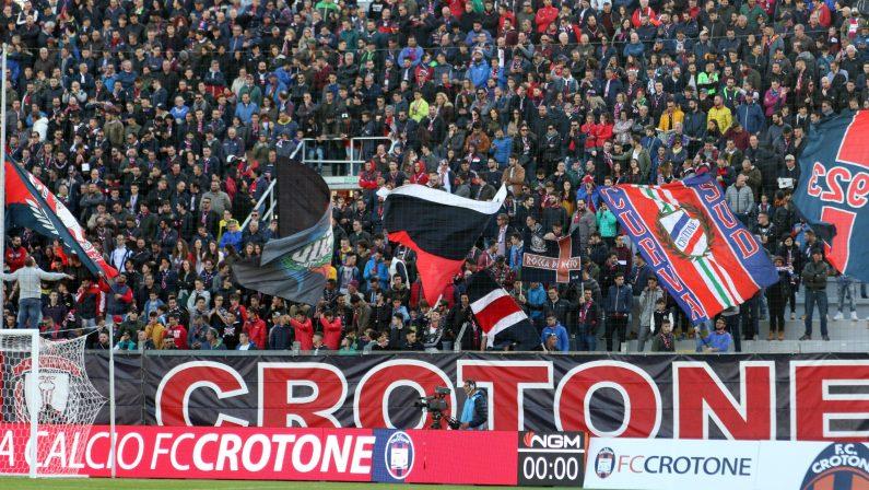 Calcio, in Serie B è lotta per la promozione. Il Crotone resta tra le favorite