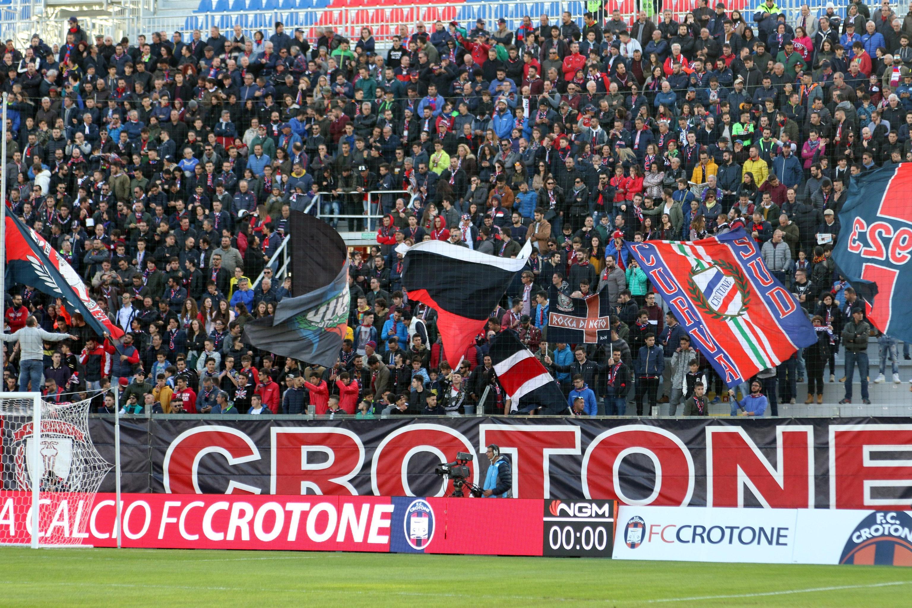 Serie B, pari nel derby tra Crotone e CosenzaBuona prova per entrambe all'esordio in campionato